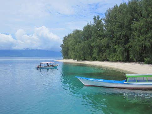 Weißsandiger Strand – Raja Ampat