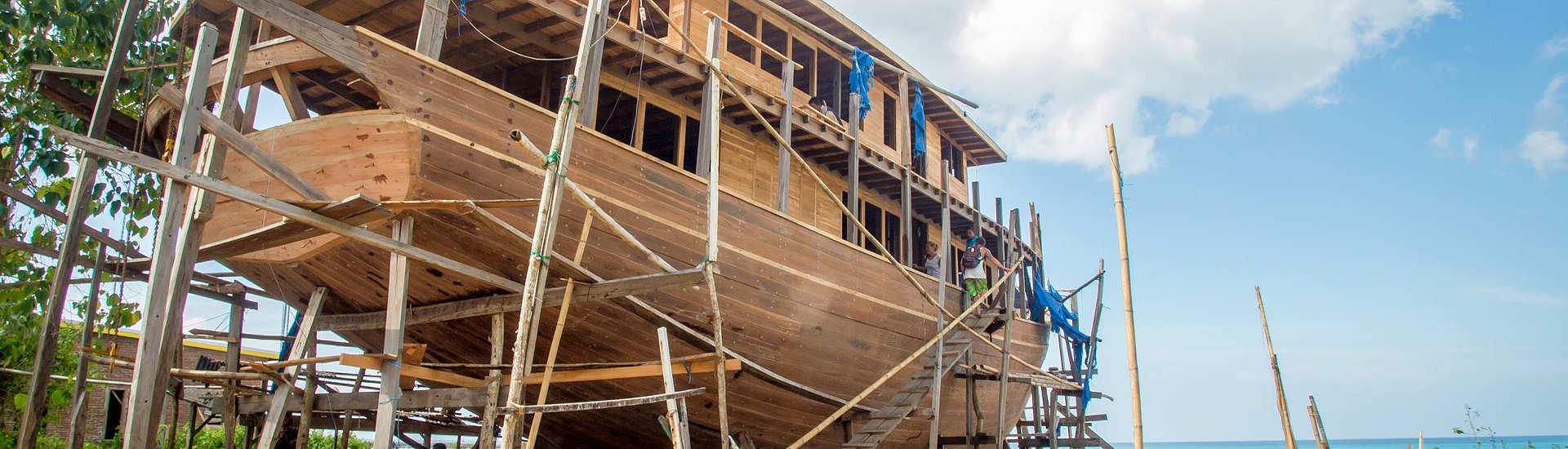 Typische Pinisi Werft in Süd Sulawesi, Indonesien