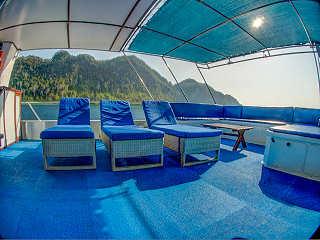 Sonnendeck des Safariboots Raja Ampat Aggressor