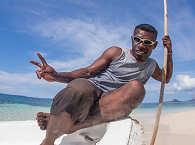 Begegnung am Strand – Raja Ampat, Indonesien