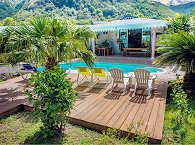 Garten und Pool der Pension