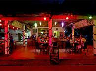 Restaurant des Apo Reef Club bei Nacht