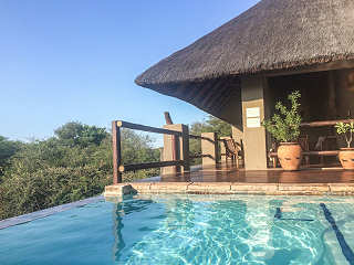 Pool der Lodge, Kruger Nationalpark, Südafrika
