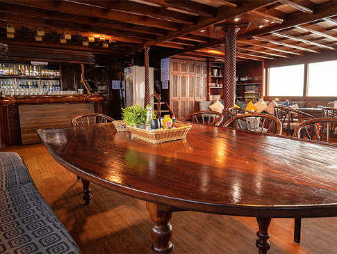 Salon mit Bar
