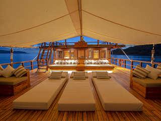 Haupdeck – Tauchsafari-Schiff Indonesien