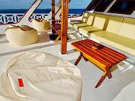 Sitzbereich auf dem vorderen Hauptdeck – Safariboot Malediven
