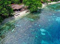 Einsamer Strand des Sali Bay Resort – Halmahera, Indonesien