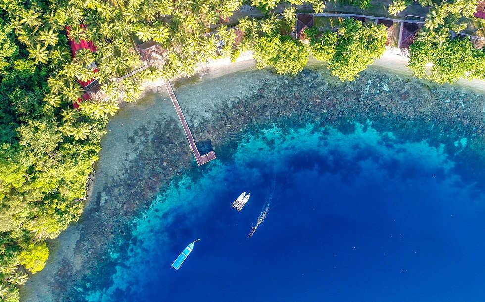 Die Sali Bay in Halmahera aus der Vogelperspektive