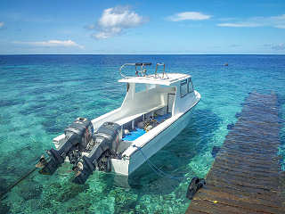 Eines der Speedboote des Selayar Dive Resort – Indonesien