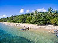 Sandstrand auf Bangka Island nahe des Sea Souls Dive Resorts – Nord Sulawesi