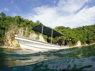 Tauchboot mit Sonnendach für 5 Taucher