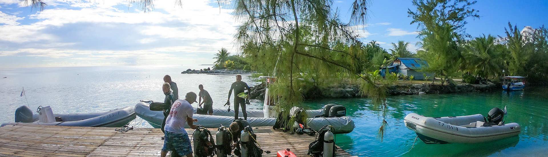 Vorbereitungen zum nächsten Tauchgang – The Six Passengers, Rangiroa