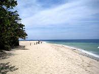 Sandstrand auf Malapascua – White Beach Divers, Philippinen