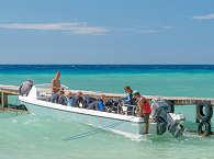 Eines der Tauchboot des Selayar Dive Resort, Sulawesi