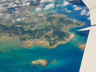 Anflug in die tropische Inselwelt Okinawas