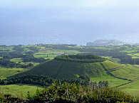 Sattgrüne Kraterlandschaften