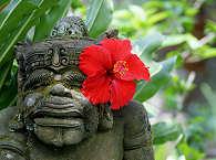 Steinfigur auf Bali