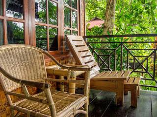 Gemütliche Terrasse – Froggies Divers Resort Bunaken, Nord Sulawesi