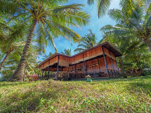 Haupthaus mit offenem Restaurant – Sea Souls Dive Resort auf Bangka, Nord Sulawesi