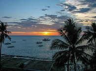 Safariboot Goyo im Sonnenuntergang vor Apo Island, Negros