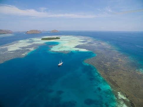 Komodo Nationalpark – Das Safariboot Duyung Baru am weltbekannten Manta Point