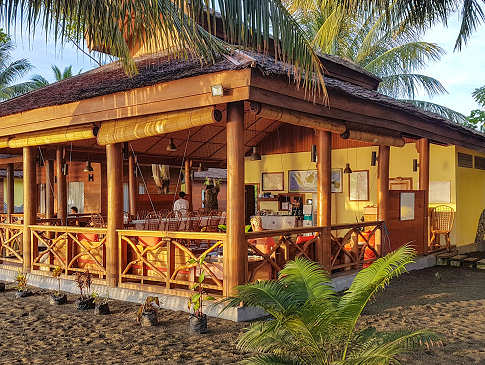 Restaurant der Tompotika Dive Lodge Balantak