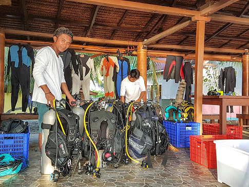 Tauchen in Tauchbasis der Tompotika Divers, Sulawesi Utara